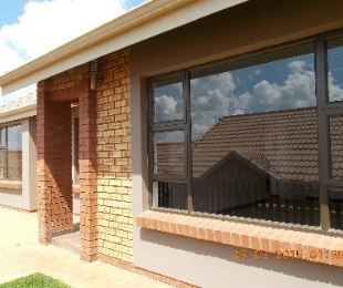 R 7,500 - 2 Bed Property To Rent in Krugersdorp