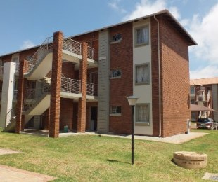 R 680,000 - 2 Bed Flat For Sale in Monavoni