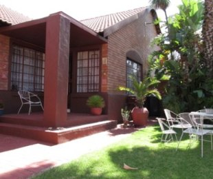 R 1,300,000 - 2 Bed Property For Sale in Die Hoewes