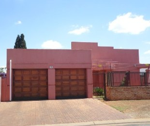 R 2,700,000 - 3 Bed House For Sale in Lenasia