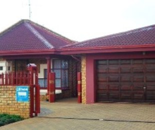 R 735,000 - 3 Bed Property For Sale in Lenasia South