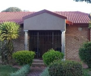 R 1,300,000 - 4 Bed Home For Sale in Lenasia South