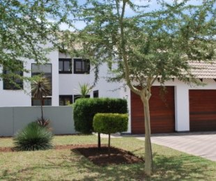 R 2,475,000 - 3 Bed Home For Sale in Willow Acres