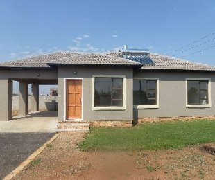 R 1,070,000 - 3 Bed Farm To Rent in Azaadville Gardens