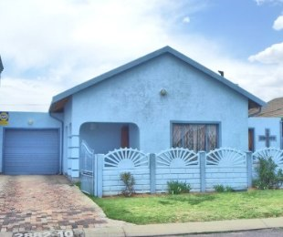 R 950,000 - 4 Bed Home For Sale in Lenasia South