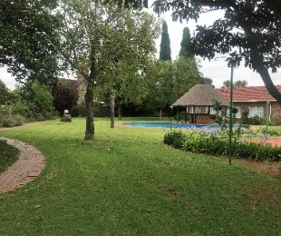 R 720,000 - 2 Bed Property For Sale in Crystal Park