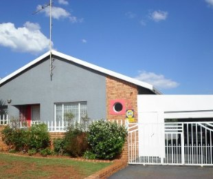 R 789,000 - 4 Bed House For Sale in Lenasia South
