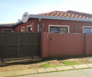 R 650,000 -  House For Sale in Soweto