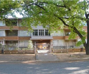 R 180,000 - 1 Bed Property For Sale in Dagbreek