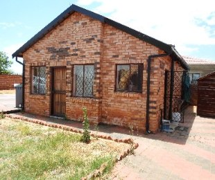 R 650,000 - 2 Bed House For Sale in Lotus Gardens