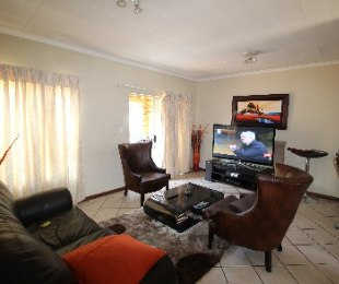 R 699,000 - 2 Bed Property For Sale in Eco-Park Estate