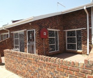 R 547,000 - 2 Bed Home For Sale in Jan Cillierspark