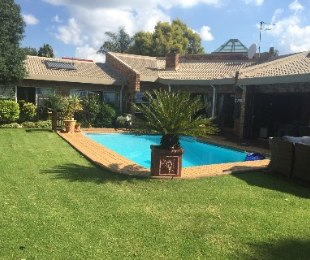 R 2,700,000 - 3 Bed Home For Sale in Farrarmere