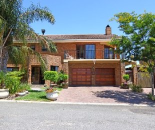 R 2,650,000 - 4 Bed House For Sale in Protea Heights