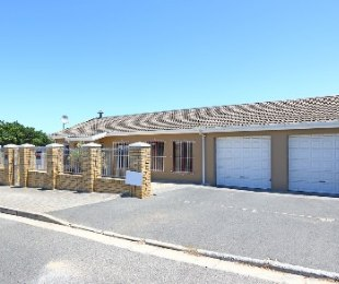 R 2,395,000 - 5 Bed Property For Sale in Brackenfell South