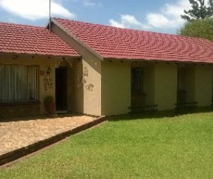 R 1,050,000 - 4 Bed Property For Sale in Crystal Park