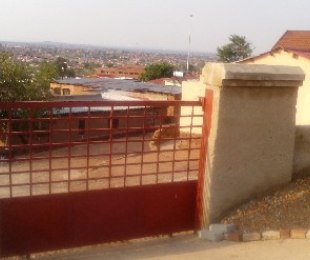 R 360,000 - 2 Bed House For Sale in Soshanguve
