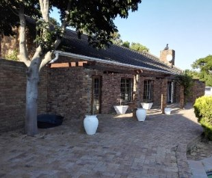 R 2,740,000 - 5 Bed House For Sale in Sunnydale