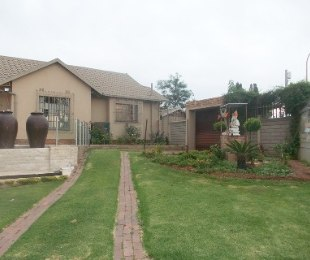 R 1,850,000 - 4 Bed Home For Sale in Bramley Manor