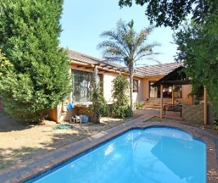 R 2,595,000 - 4 Bed House For Sale in The Crest