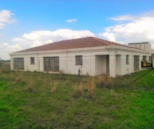 R 999,000 - 4 Bed House For Sale in Falcon Ridge