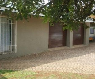 R 1,550,000 - 4 Bed Home For Sale in Glen Marais