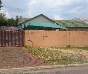R 1,300,000 - 5 Bed Property For Sale in Birchleigh North