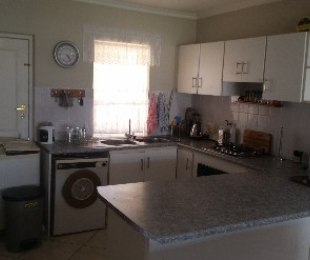 R 1,250,000 - 3 Bed Apartment For Sale in Gordon's Bay