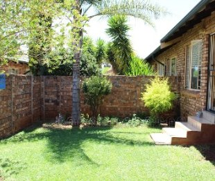 R 800,000 - 2 Bed Property For Sale in Rooihuiskraal North