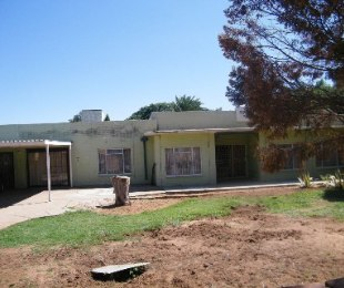 R 950,000 - 4 Bed Property For Sale in Doorn