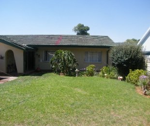 R 900,000 - 3 Bed Home For Sale in Naudeville