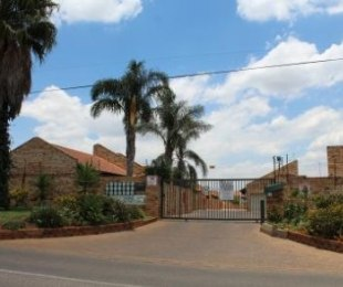 R 945,000 - 3 Bed Property For Sale in Glen Marais
