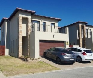 R 1,900,000 - 3 Bed House For Sale in Langeberg Ridge