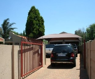 R 1,450,000 - 3 Bed House For Sale in Glen Marais