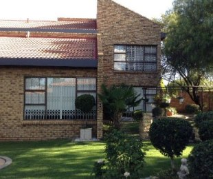 R 2,950,000 - 6 Bed Property For Sale in Riebeeckstad