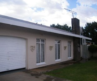 R 1,320,000 - 3 Bed House For Sale in Jan Cillierspark