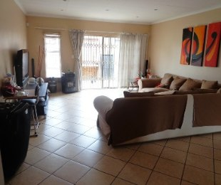 R 8,000 - 3 Bed House To Rent in New State Areas