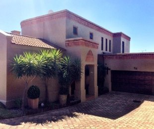 R 4,200,000 - 3 Bed House For Sale in Eagle Canyon Golf Estate