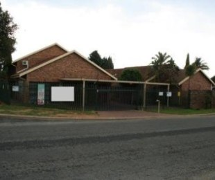 R 2,500,000 - 3 Bed Home For Sale in Glen Marais