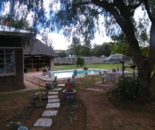 R 875,000 - 4 Bed Property For Sale in Doorn