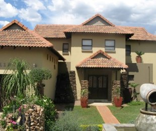 R 2,250,000 - 3 Bed House For Sale in Eldo View
