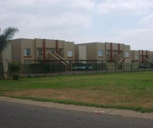 R 480,000 - 2 Bed Flat For Sale in Dorandia