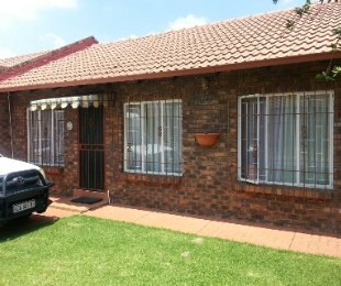 R 980,000 - 3 Bed House For Sale in Van Dyk Park