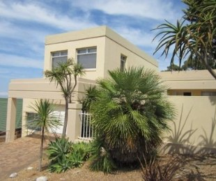 R 3,290,000 - 4 Bed Property For Sale in Loevenstein