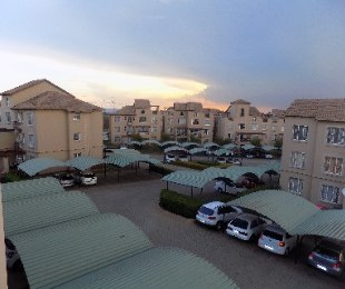 R 650,000 - 2 Bed Apartment For Sale in Castleview