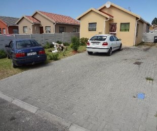 R 525,000 - 2 Bed House For Sale in Bernadino Heights