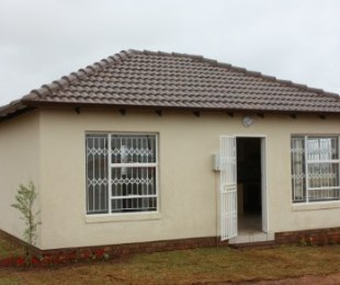 R 399,000 - 2 Bed Home For Sale in Lenasia South