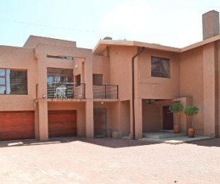 R 5,600,000 - 3 Bed Property For Sale in Waverley