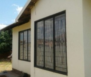 R 300,000 - 2 Bed Property For Sale in Soshanguve
