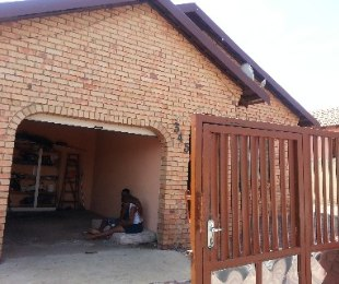 R 680,000 - 3 Bed House For Sale in Tembisa